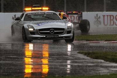 Safety Car comandando la carrera delante de Vettel