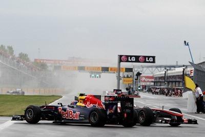 Toque entre Webber y Hamilton
