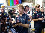 Vettel en la sesión de autógrafos