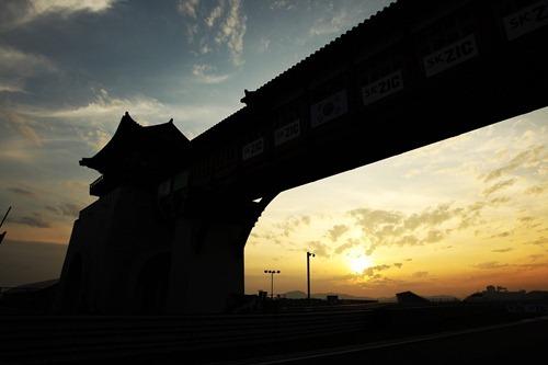 f1-2011-16-corea-anochecer