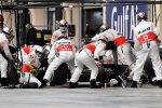 Problemas en los pitstops de McLaren
