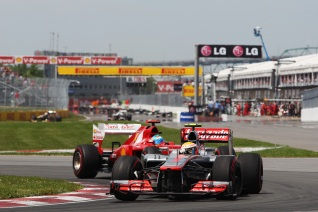 Hamilton pasa a Alonso