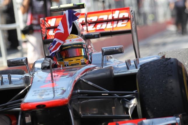 Vuelta de honor de Hamilton con la bandera inglesa (GP Canadá, 2012)