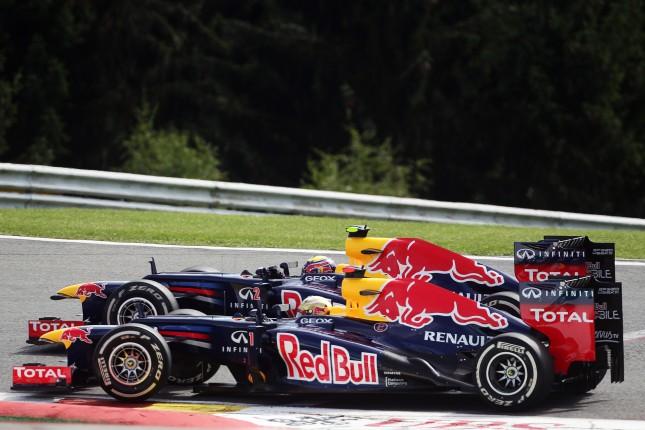 Adelantamiento de Vettel a Webber en Bus Stop
