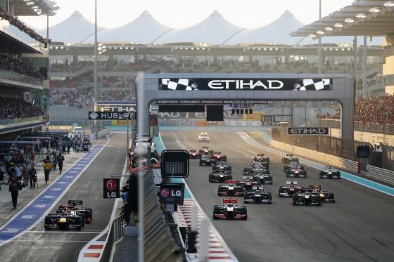 Salida del GP Abu dabi 2012 con Vettel desde el Pit-Lane