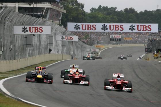Doble adelantamiento de Alonso a Webber y Massa (GP Brasil 2012)