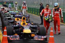 Massa señalando la degradación del Red Bull de Vettel a su compañero
