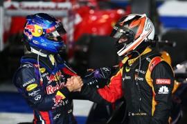 Vettel felicitando al ganador Raikkonen