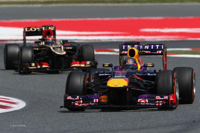 Raikkonen persiguiendo a Vettel (GP España, 2013)