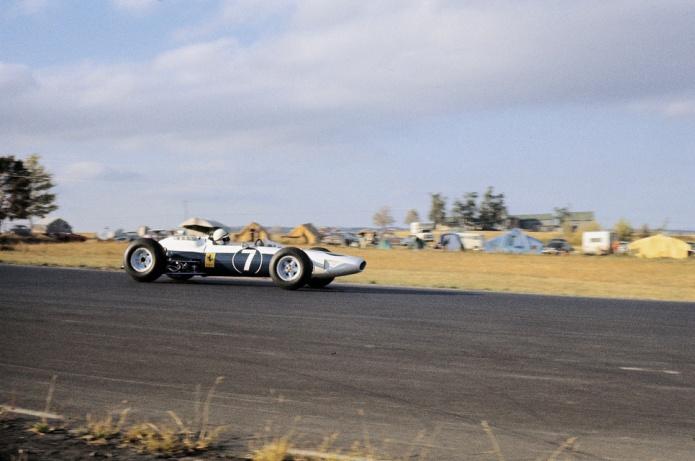 Ferrari azul y blanco pilotado por John Surtees (GP USA, 1964)