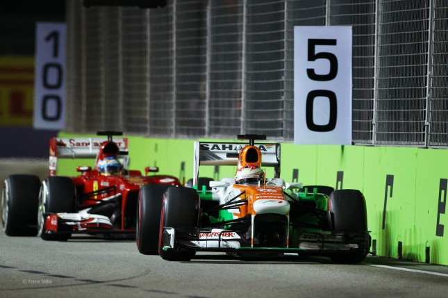 Alonso tras Di Resta (GP Singapur 2013)