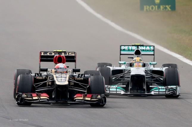 Hamilton (Mercedes W04) luchando con Grosjean (Lotus E21), GP Corea 2013