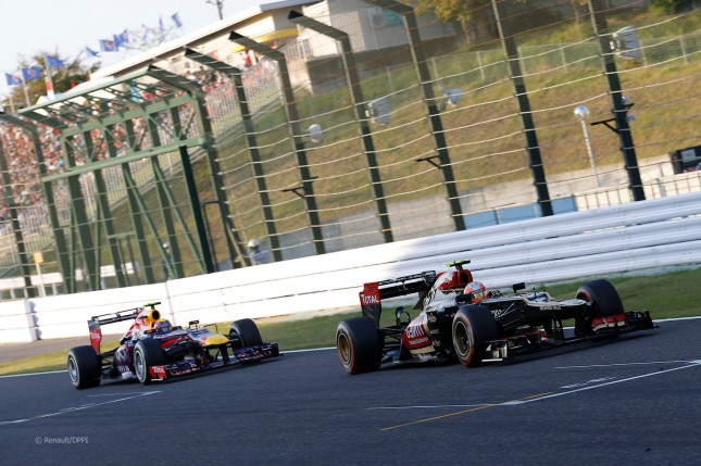 Webber persiguiendo a Grosjean (GP Japón 2013)