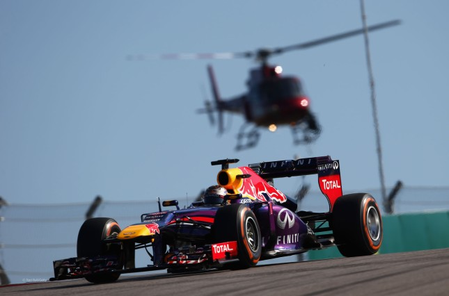 Vettel perseguido por el helicóptero (GP USA 2013)